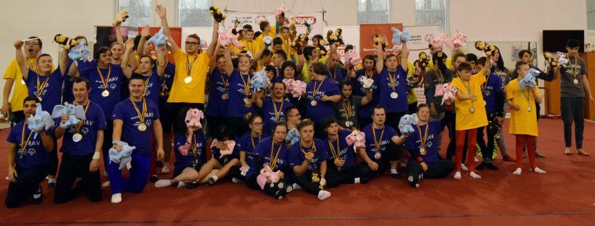 75 de sportivi cu dizabilităţi intelectuale au participat la Buzău la Campionatul Național de Gimnastică Artistică Special Olympics